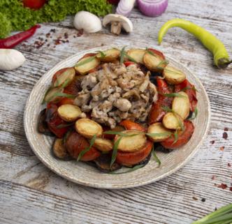 Курица с овощами и картофелем на компанию
