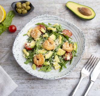 Салат из рукколы и креветок с авокадо